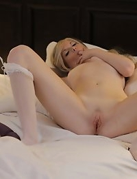 Super sexy blondie Bailey Bradshaw takes her pulsing wet pussy for a ride with her magic fingers and a vibrating toy