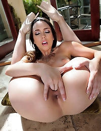 Jade Nile will drool you with her amazing horny body