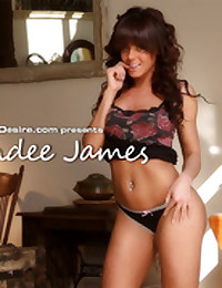 Rahyndee James plays with herself in her bed