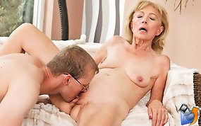 Sexy granny Szuzanne gets creampie by young man